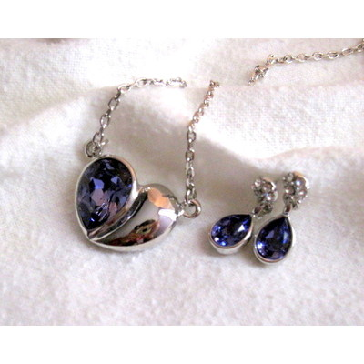18K White Gold Purple Swarovski Crystal Necklace With Earrings