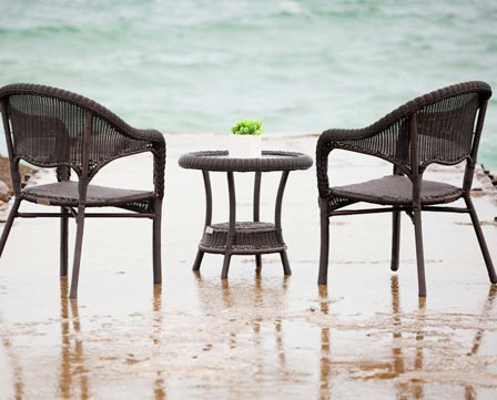 Enclover Patio Set